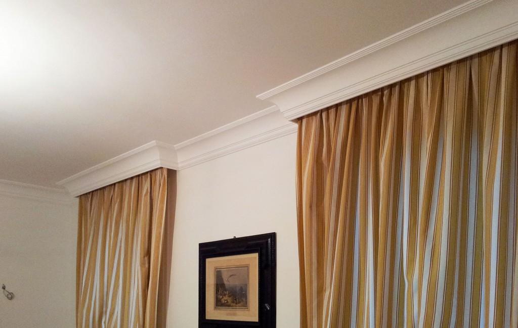 Cornici in gesso trattamento legno e finiture di pregio for Cornici per soffitto